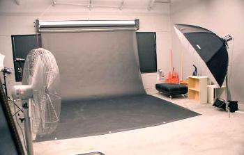 Daylight, Softboxes, Umbrellas and MultiColor backdrops are available.